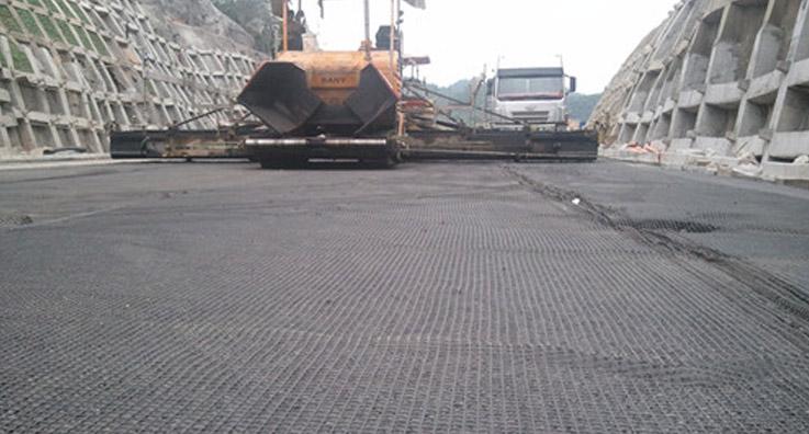 普宣高速路双向塑料土工格栅施工